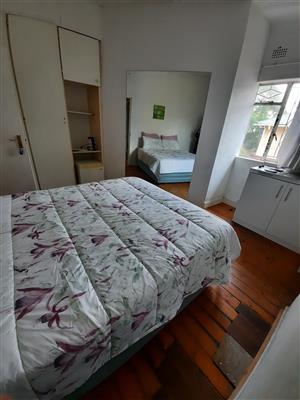 Cosy furnished bachelor adj Bedfordview
