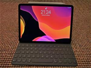 Used Apple iPad Pro 3rd Gen 256GB, Wi-Fi, 11in Space Gray With Pencil & Keyboard.