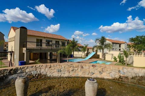 2 Bedroom Apartment For Sale in Paramount Estate, Pretoria