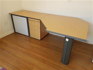 Desk (large)
