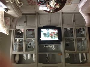 Show case wall unit with Sony 32 in tv