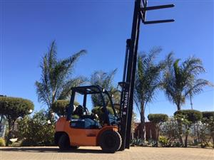Toyota 7series 2.5 ton petrol &LP  gas Forklift for sale