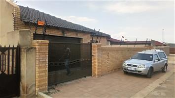 Electric fencing, gate motors, CCTV