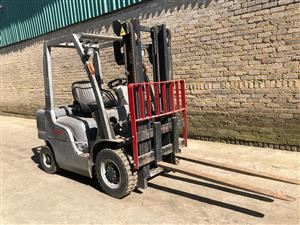 Nissan petrol 2.5 forklift in very good working order for sale