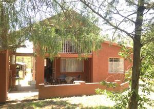 Spacious Two-bedroomed Double Story Flat to Let, in LAEZONIA