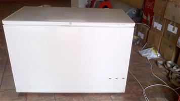 Fridgemaster 430 liter deepfreezer for R3000 neg