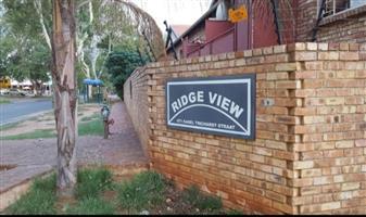 2 Slaapkamer Woonstel Mountain view Pretoria. Oorkant Spar