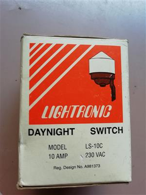 Lightronic daynight switch