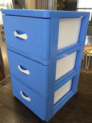3-Drawer Plastic Storage chest of drawer unit - see pictures for condition