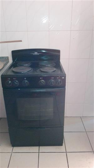 Defy kitchen master 4 plate stove and oven