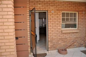 FULLY FURNISHED SELF-CATERING 2 BEDROOM APARTMENT TO LET IN PRETORIA EAST