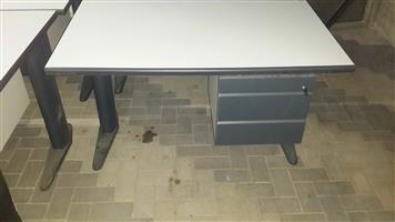 Desk/ lessenaar