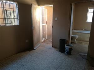 Back room for rental in Mohlakeng R1600.00