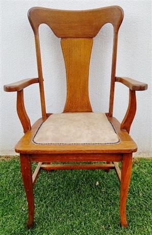 BARGAIN! Lovely antique (c.1890's) Oak armchair