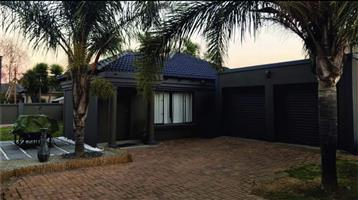 Magnificent house to let in secure estate 10 min from O R Tambo