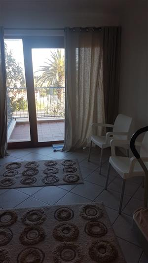 1 x Bedroom in Melkbbosstrand. Walking Distance to Beach