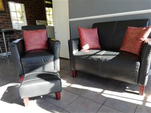Compact leather lounge suite