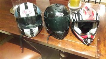 3 Helmets te koop