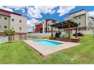 R1,050,000  Sunninghill- 2 bed,1 bath Ground Floor with large yard - pet Freindly