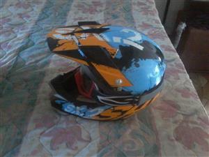 1 xShark Helmet with Goggles
