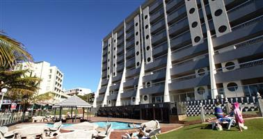 Margate Sands Luxury 4* star Hotel, the apartment has 8 beds three bedrooms, two bathrooms,