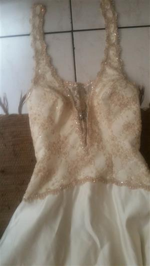 2 x wedding dresses both for R1000
