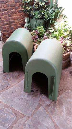 2 Dog kennels