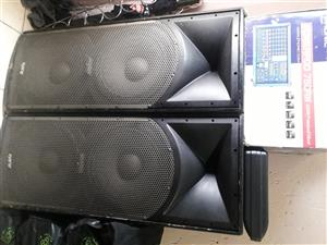 Selling 2XHybrid Speakers & A Self powered Phonic Mixer with cables