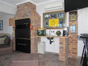 4 Bedroom House with servants quarter Sunward Park, Boksburg