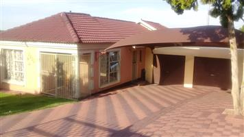 A beautiful house for sale in Morula View.