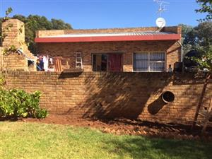 Very Neat 3 BedroomTownhouse to rent in Bredell