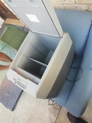 Waeco cooler box 35fl ac 12volt 24volt 220v