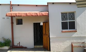 Bachelor flat to rent in Capital park R3200