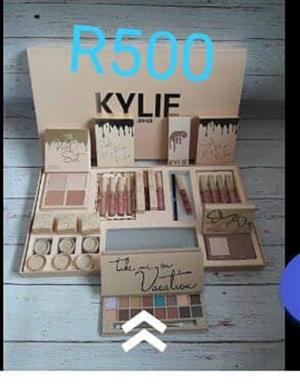 Kylie take me on vacation eyeshadow set