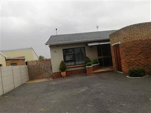 4 Bedroom House for Sale in Glenhaven for R2,300,000