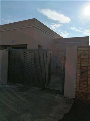 3 bedroom to rent in protea glen ext 16
