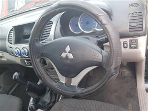 Mitsubishi Triton 2.5 DiD 4X4 2007 steering wheel