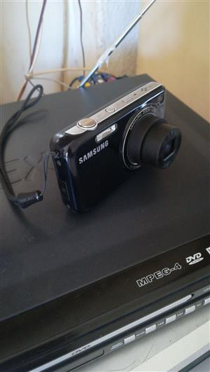 Urgent!! 14.2 mp samsung camera for sale