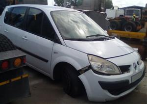 Renault Scenic RHS Front Quarter Section