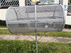 Washing line poles an Bin cage