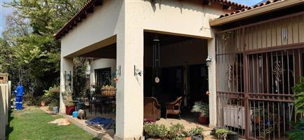 Large 3 bed, 4 reception house to rent in Riverclub, Sandton