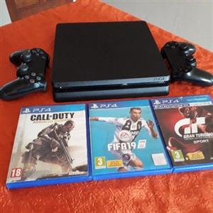 PS4 Slim 2x Controllers 3x Games