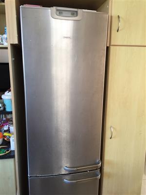 Stainless Steel Bosch fridge freezer 331L total capacity