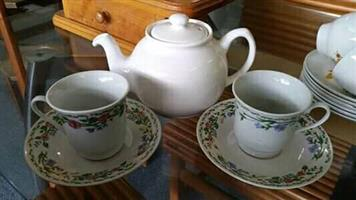 Teapot +2 cups