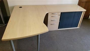 Maple L-shape desk with pedenza (4 units available)