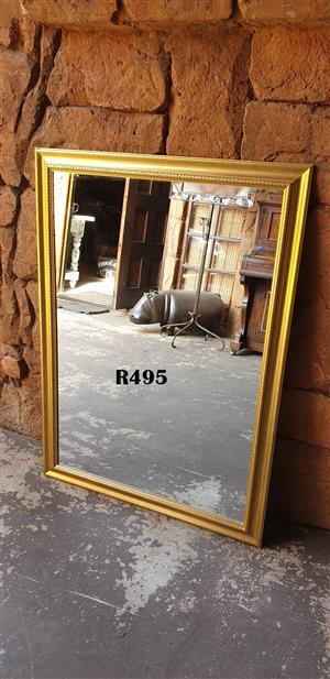 Classic Decorative Mirror (1115x615)