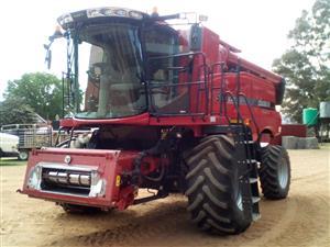 Case 5130 Combine Harvester