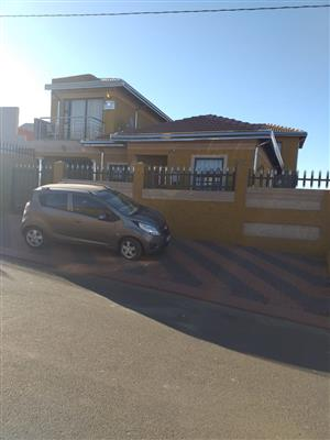 RENTING OUT A BACHELOR APARTMENT IN GREEN-VILLAGE FOR R 1,250 NO DEPOSIT REQUIRED