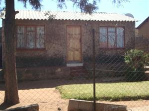 FOUR ROOM HOUSE TEMBISA DIFATENG SECTION