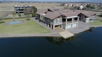 Waterfront Luxurious house on 3 stands (4703m2) next to Hartebeespoort Dam For Sale.